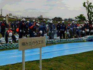 狛江・多摩川河川敷で水防訓練