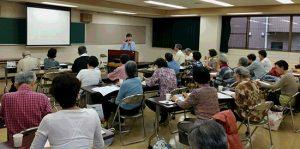 小学校の英語学習、格差が心配ー教科書カフェ開催