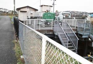 水門に強力な排水ポンプ設置を