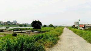 多摩川の堤防の嵩上げ工事
