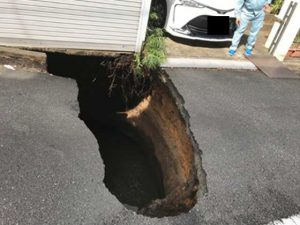 陥没事故、外環道工事は中止すべき