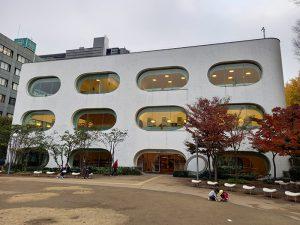 狛江の図書館、床面積、蔵書数など低位ー9市(人口5~10万人)比較